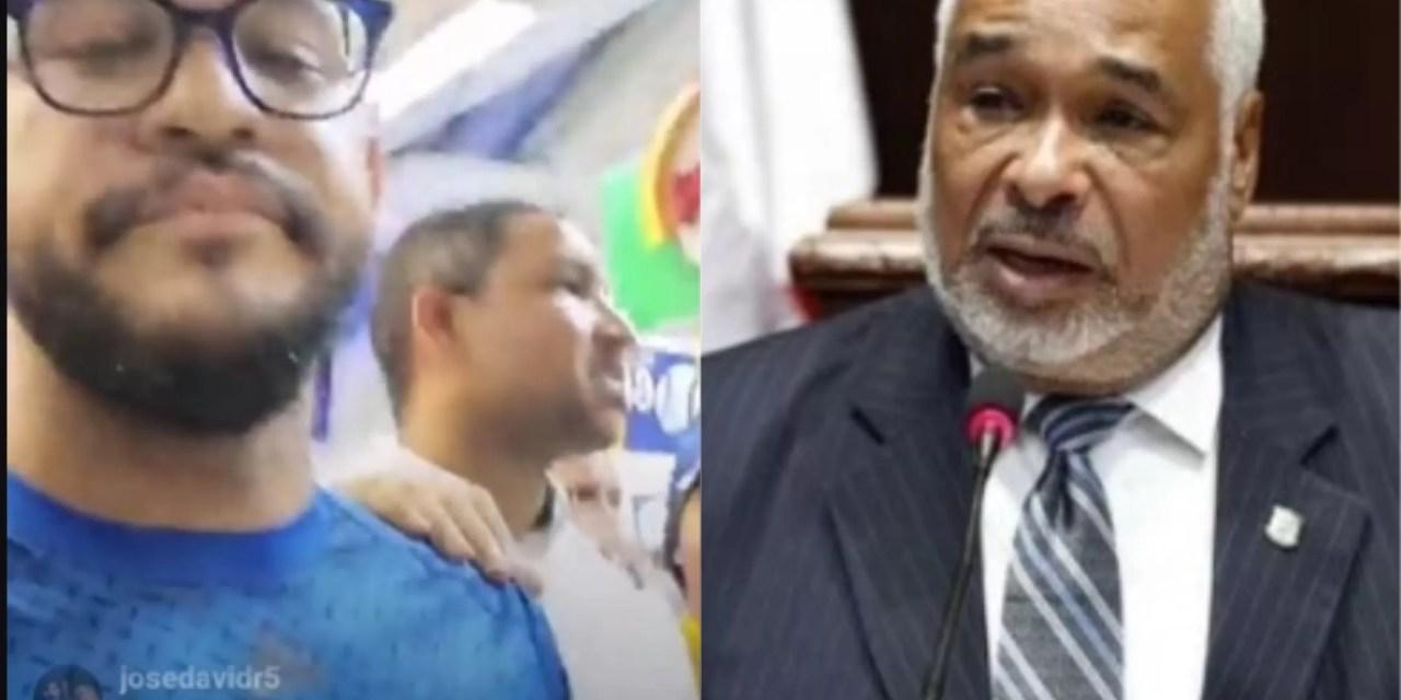 Video: Arrestan hombre por gritarle corrupto a Radhamés Camacho en el estadio Quisqueya