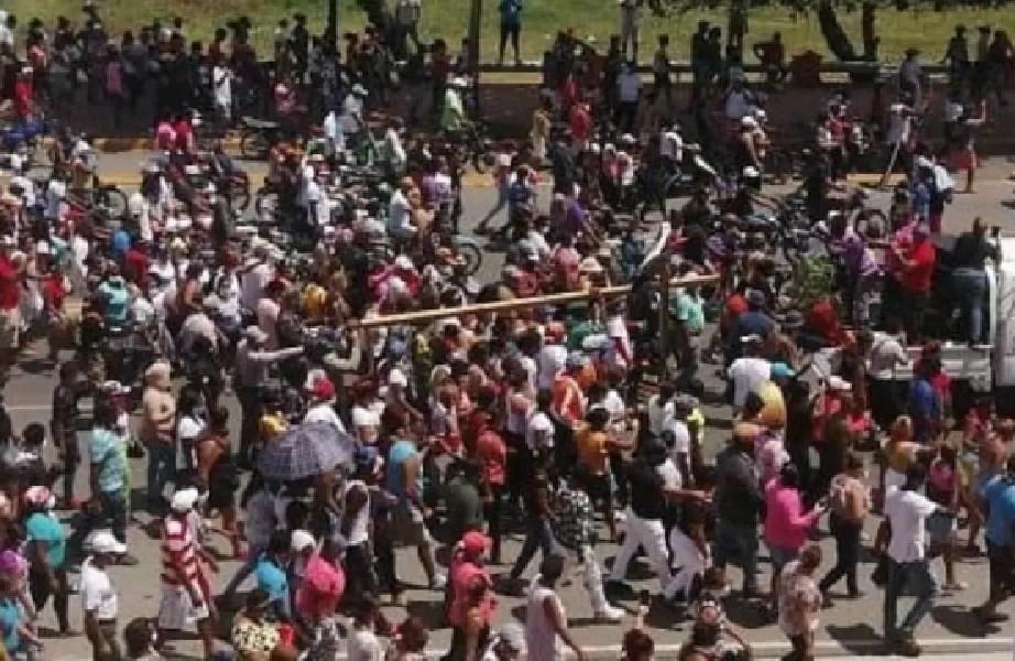 Videos: Cientos desafían el distanciamiento social en Puerto Plata