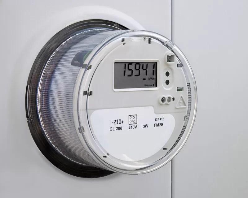 Almonte asegura Gobierno no ha dispuesto aumento tarifa eléctrica