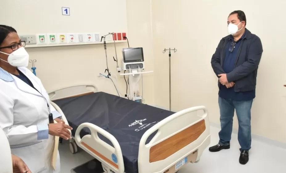 Gobierno pone un tope a los incentivos de los médicos que luchan contra el covid-19
