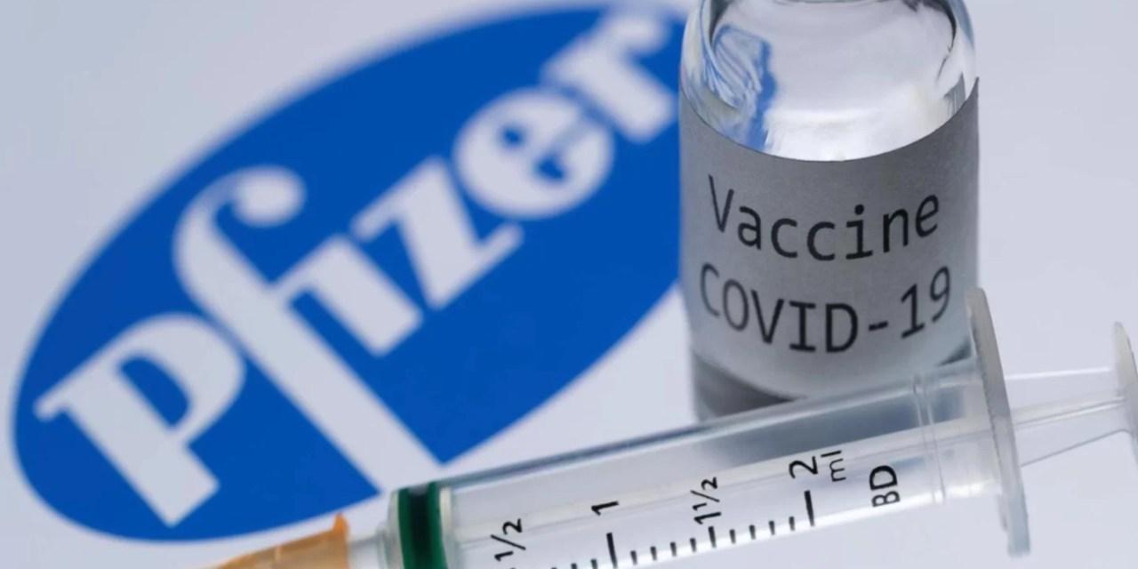 Vacuna Pfizer pierde eficacia más rápidamente que AstraZeneca ante variante delta