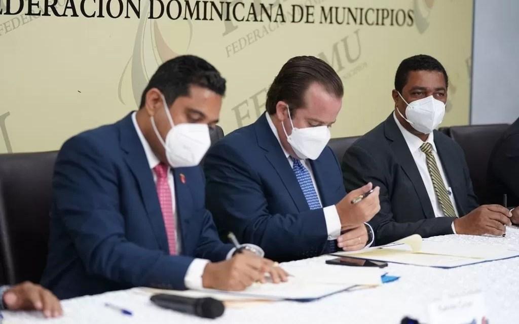 Firman acuerdo para construcción de obras y equipamiento para ayuntamientos