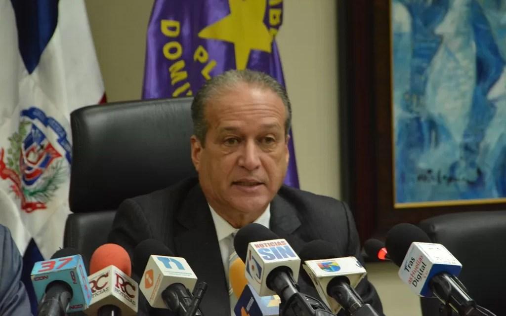 "Reinaldo califica de ""insólita y absurda"" decisión TC que da a padres opción sobre orden de apellidos"
