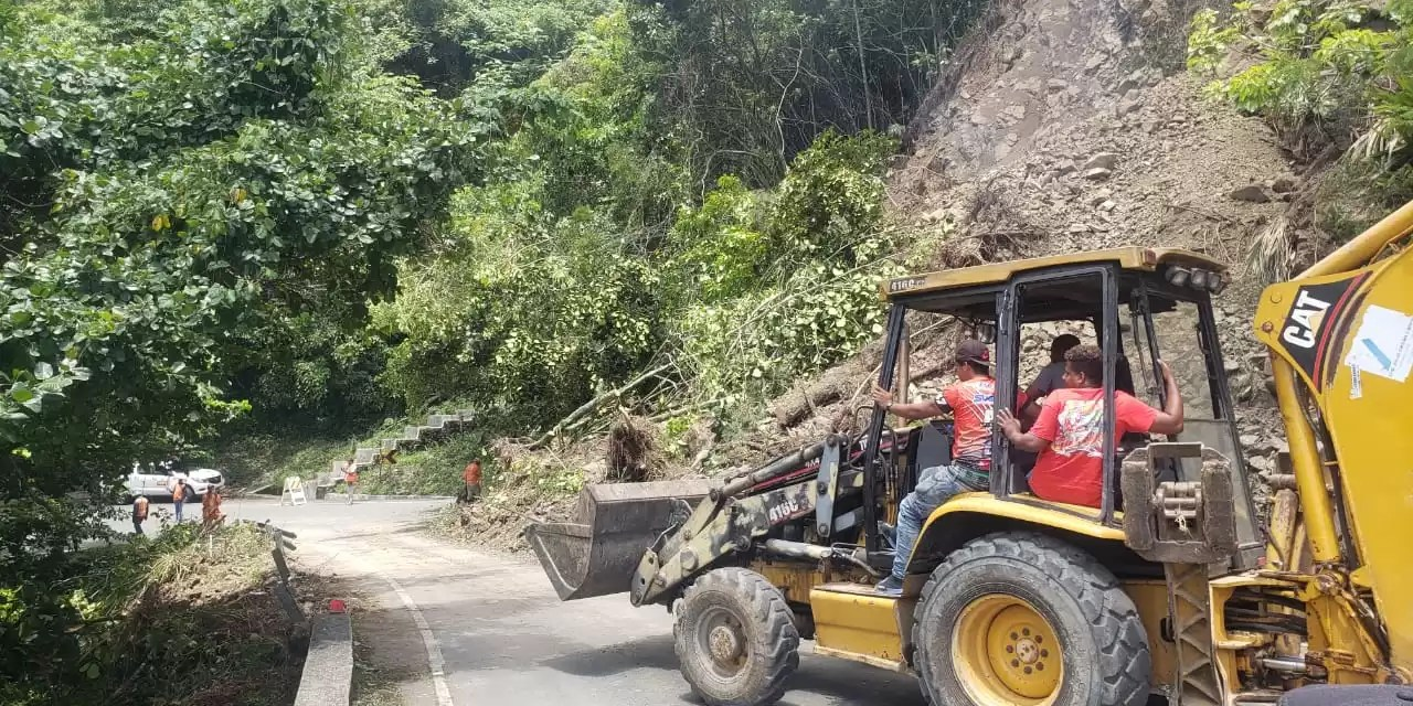 Restablecen tránsito en carretera Constanza-Casabito