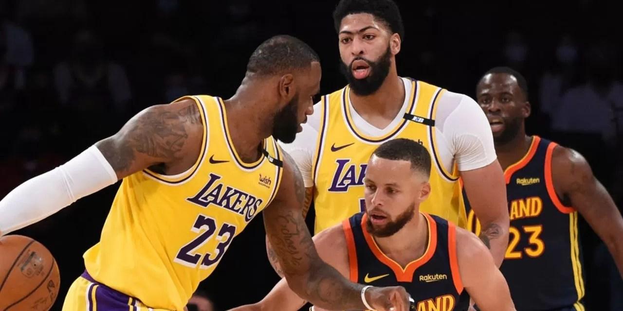 LeBron le gana el duelo a Curry y los Lakers avanzan a los playoffs