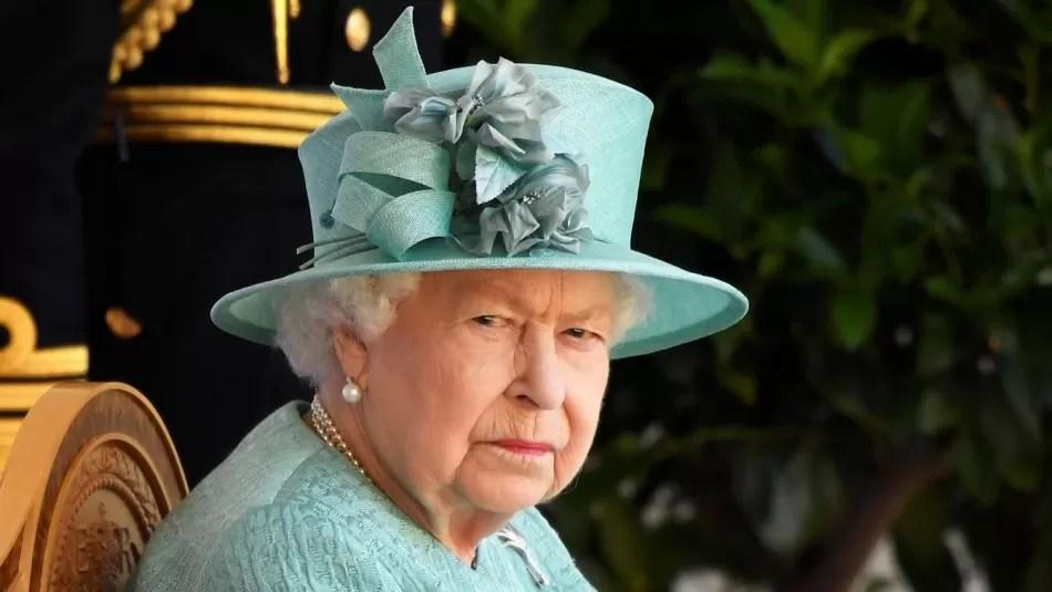 Reina Isabel da cachetada con guante blanco a Príncipe Harry luego de volver a insultar a la familia real