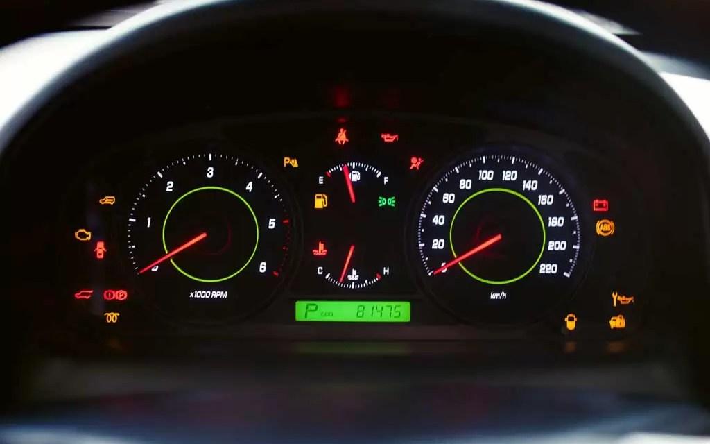 Aprende – El significado de las luces en el tablero de tu vehículo