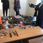 Confiscan celulares, armas blancas y otros objetos en cárcel de Azua