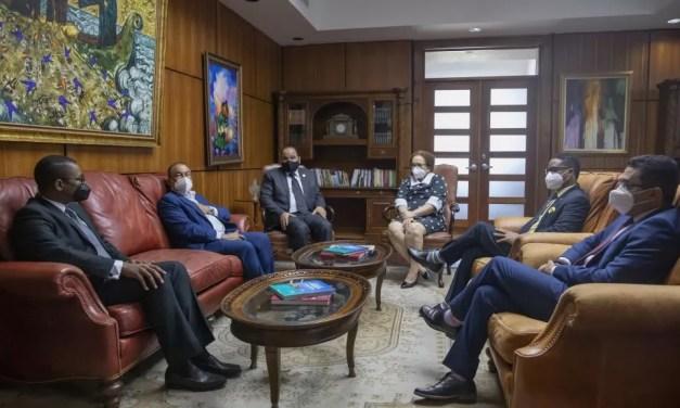 Procuradora General recibe visita del recién escogido Defensor del Pueblo