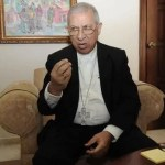 Monseñor de la Rosa advierte a católicos sobre prácticas de yoga