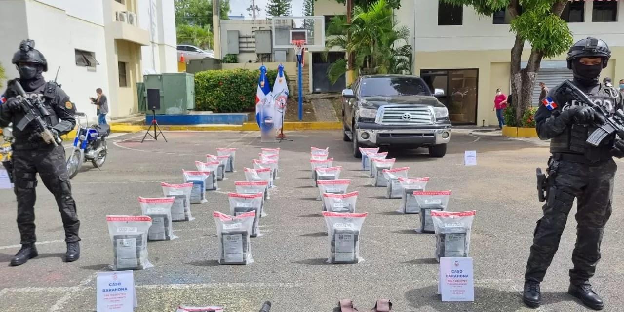 Detienen a siete hombres y les ocupan 168 paquetes de presumible cocaína en Barahona