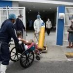 Anciano de 73 años en estado crítico por COVID-19 espera conseguir una cama