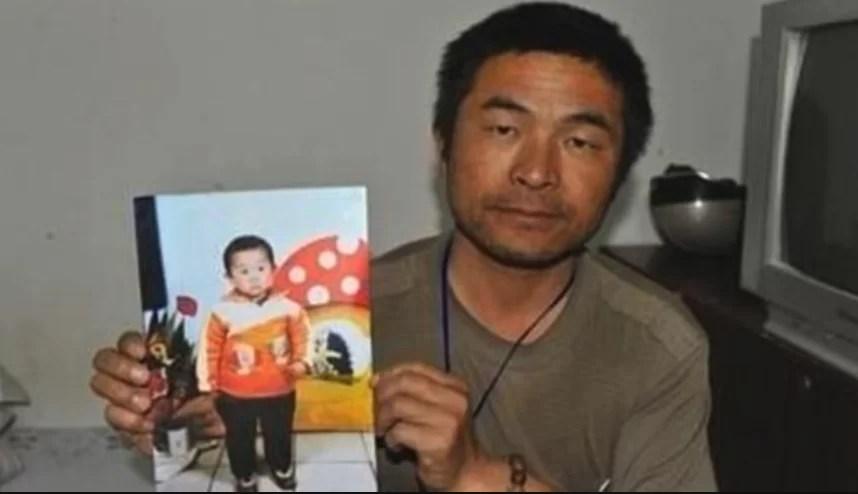 Un padre encuentra a su hijo secuestrado en China tras buscarlo 24 años