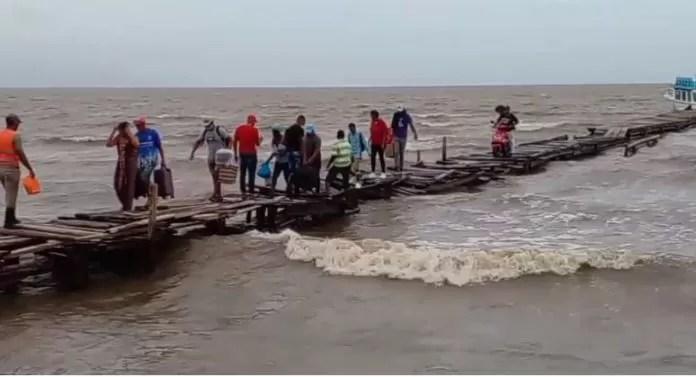 Colapsa muelle de Sabana de la Mar