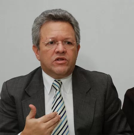"""Humberto Salazar: """"Es prematuro el anuncio del Gobierno de una tercera dosis"""""""