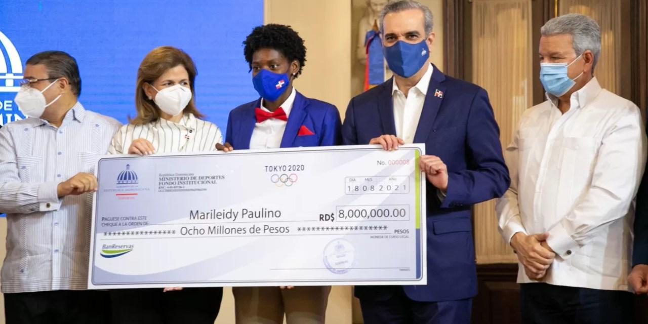 Abinader entrega más de 50 millones de pesos a atletas que participaron en Juegos Olímpicos Tokio 2020