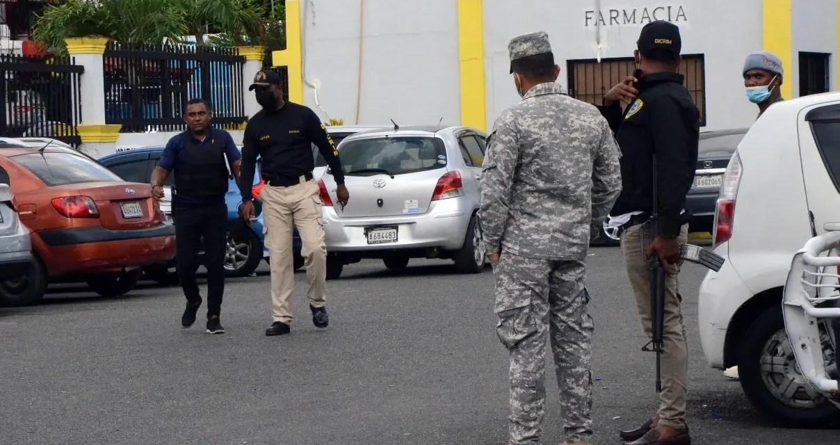 6 hombres fueron heridos de bala por personas que iban a bordo de una yipeta