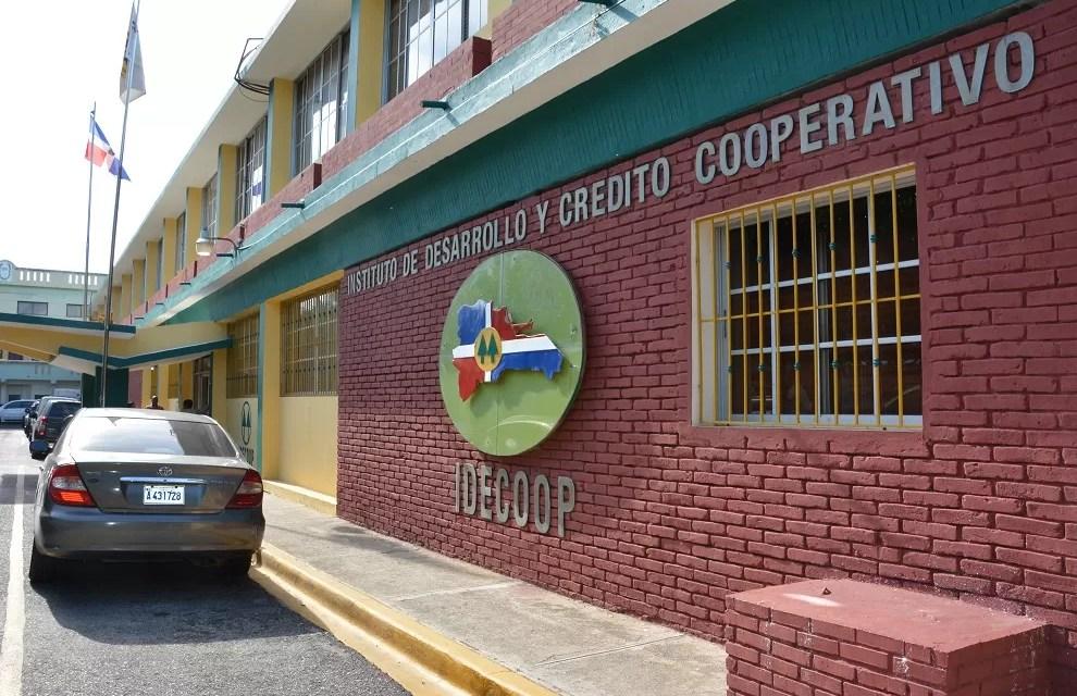 Abinader incorpora mediante decreto nuevas cooperativas al IDECOOP