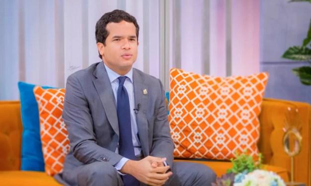 Omar Fernández niega su padre haya sacado provecho político a la muerte de Johnny Ventura