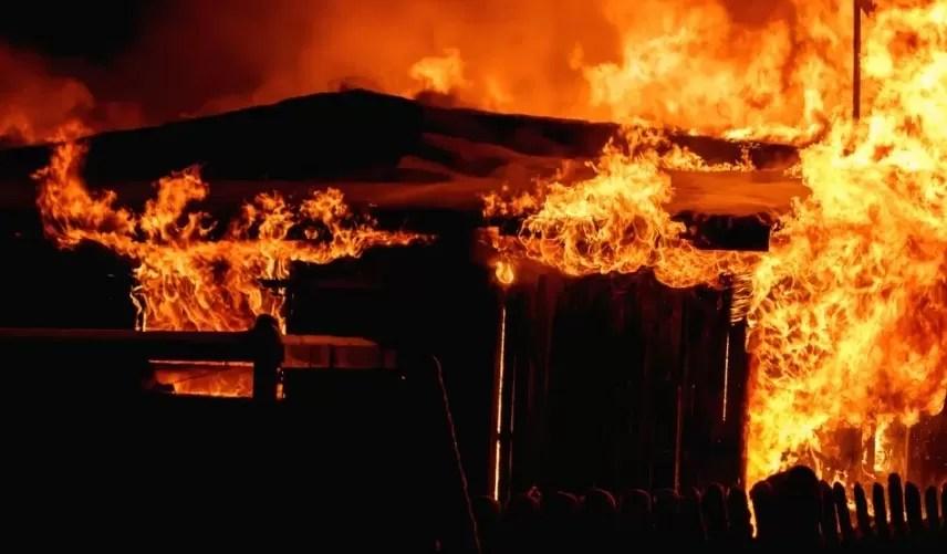 30 años de prisión para hombre que quemó vivienda de inquilina en Villa Altagracia