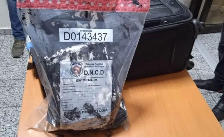 Arrestan hombre en el AILA con más de tres kilos presumiblemente de cocaína