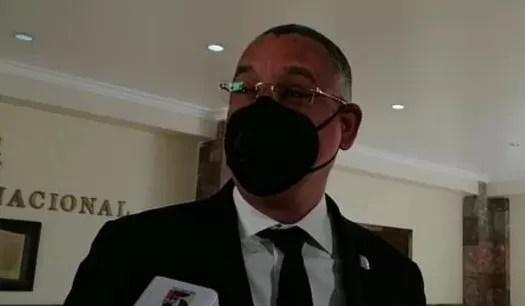 A «un hotel en Bayahíbe» se retiran  por 4 días legisladores para trabajar el Código Penal
