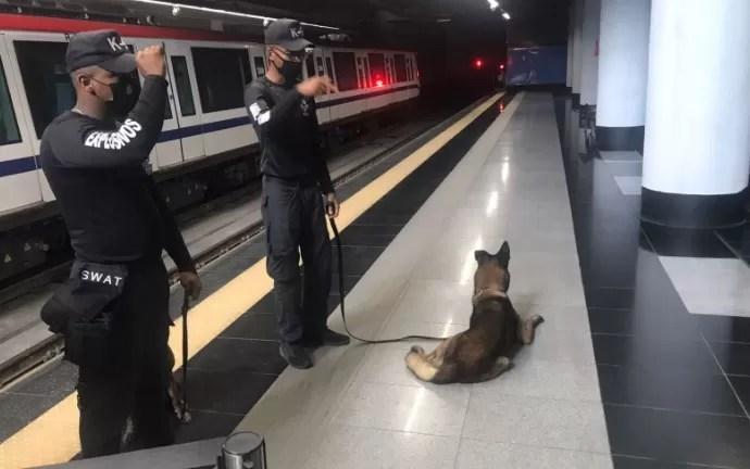 Equipo SWAT busca posibles explosivos en el Metro de Santo Domingo
