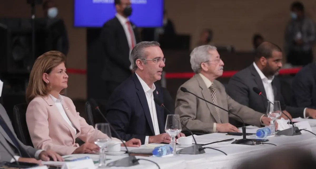 Abinader propone en Diálogo Nacional reforma a la Constitución para transformar justicia
