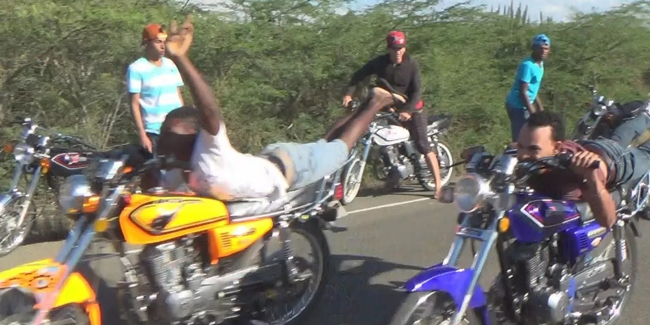 Detienen el tránsito en carretera Azua-Baní para carreras ilegales