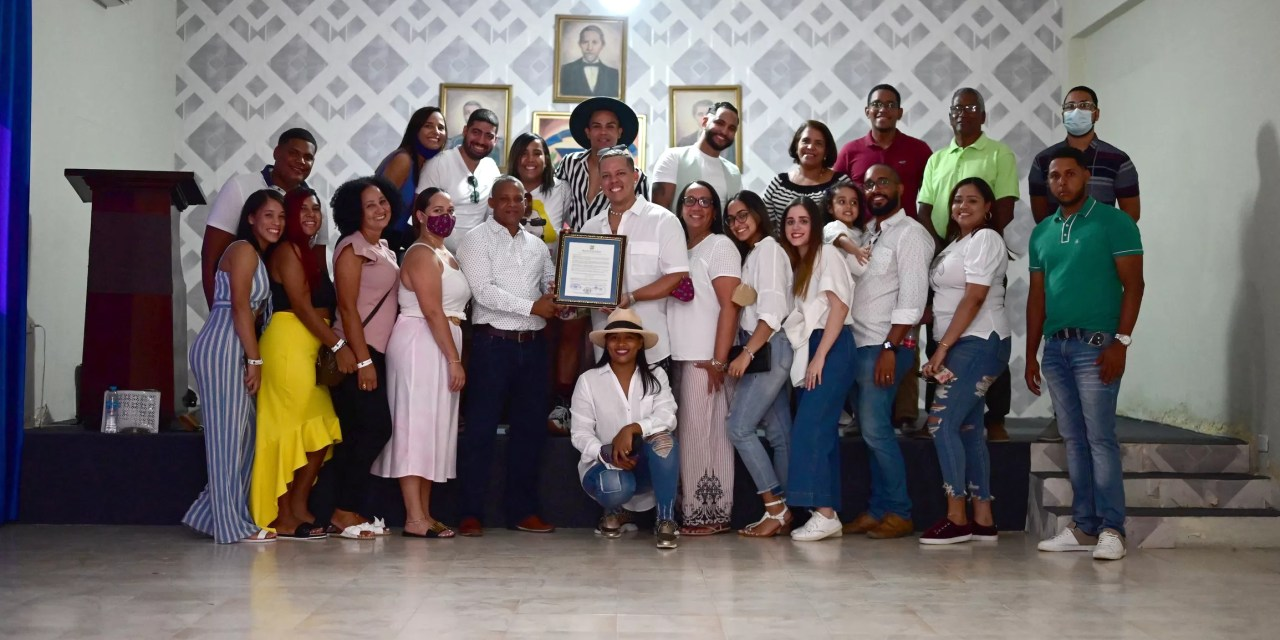 El Ayuntamiento municipal de Montecristi declara a Noberto (Oscar) de la cruz huésped distinguido