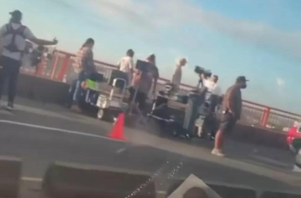 Video- Creando tapón filmando una película en el «puente de la 17»