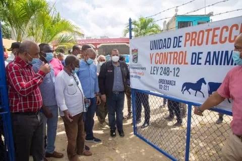 La advertencia que le hace alcalde SDN a quienes dejen animales en la calle