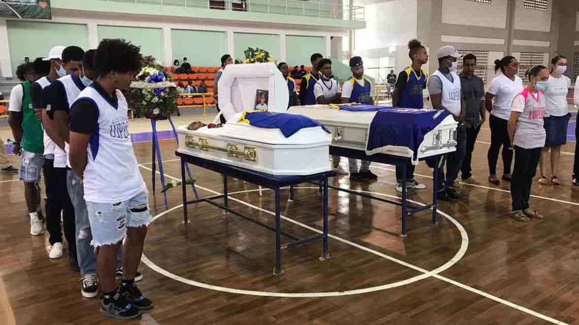Realizan honras fúnebres a los dos jóvenes fallecidos en accidente