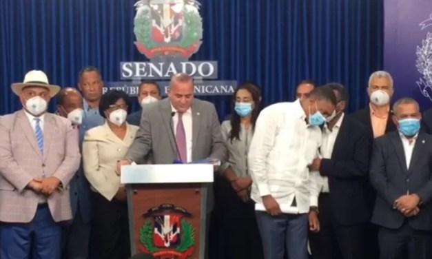 Senadores buscan eliminar exoneraciones a legisladores y reducir salarios a funcionarios