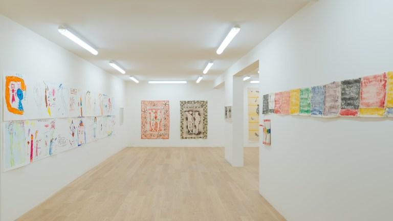 Vue de l'exposition, Marcel Alocco : Origine Nice. Tome 2 : fragments de La Peinture en Patchwork ( depuis 1974 ). Photographie: © Grégory Copitet – Enseigne des Oudin