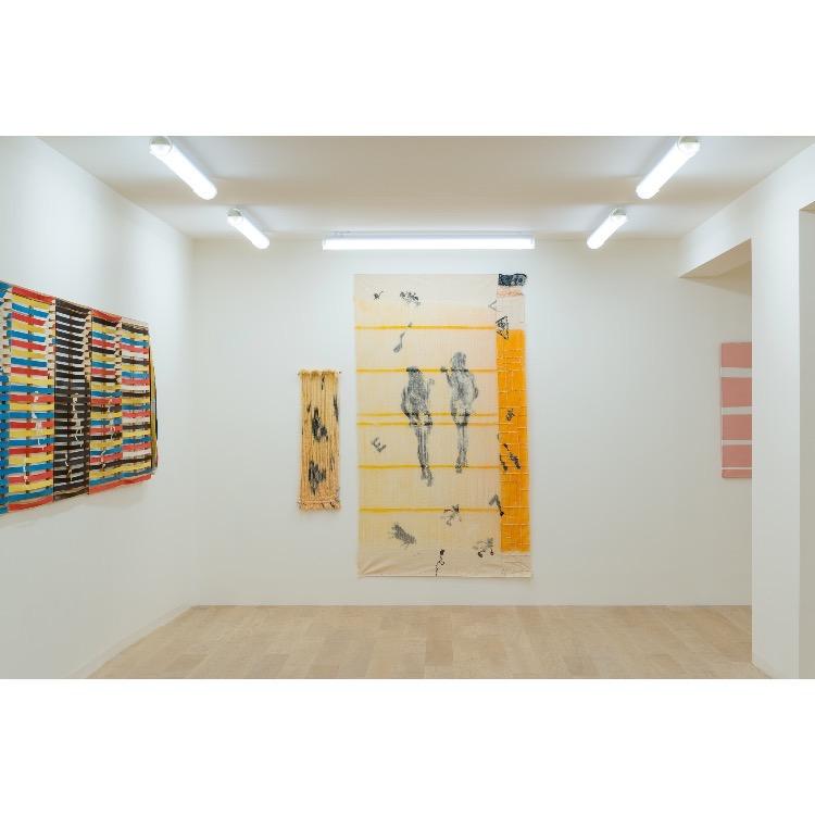 """Vue de l'exposition """"Marcel Alocco : Origine Nice. Tome 1 : De Fluxus à Idéogrammaire (avant 1974)"""" avec :  """"La Peinture en Patchwork, « Détissé », Fragment n°138"""", 1981. Photographie : © Grégory Copitet"""