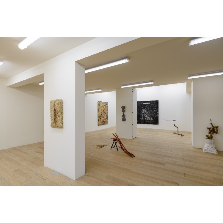 """Vue de l'exposition """"Nomos - Christian Paraschiv"""" avec : «La Blessure N°1», 1987-92. Photographie : © Grégory Copitet - Enseigne des Oudin"""