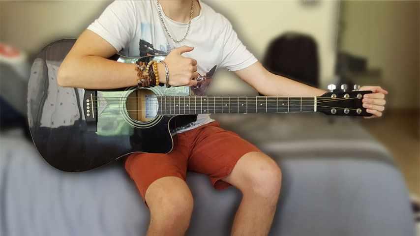 """Faire un vibrato avec sa guitare acoustique en poussant dessus pour """"Le Vibrato À La Guitare"""""""