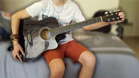 """Faire un vibrato avec sa guitare acoustique en tirant sur la tête pour """"Le Vibrato À La Guitare"""""""
