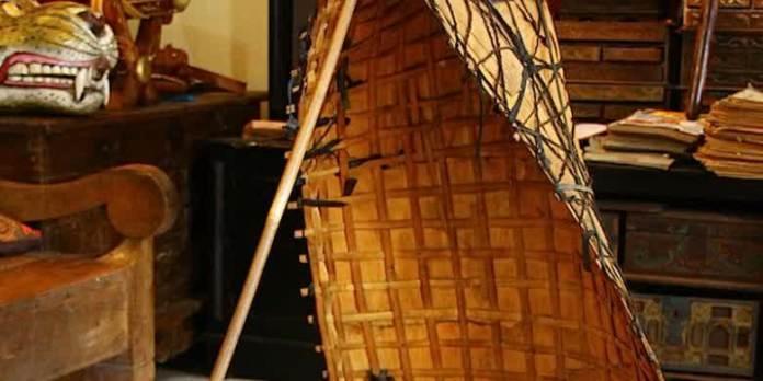 Bundengan, alat musik ketnik has Wonosobo yang asalnya alat berteduh bagi penggembala bebek saat hujan