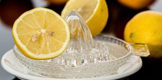 Inilah Manfaat dan Risiko Konsumsi Air Lemon
