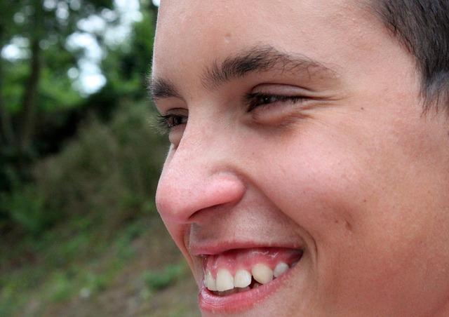 Tahukah Anda, Daun Salam Berkhasiat Memutihkan Gigi