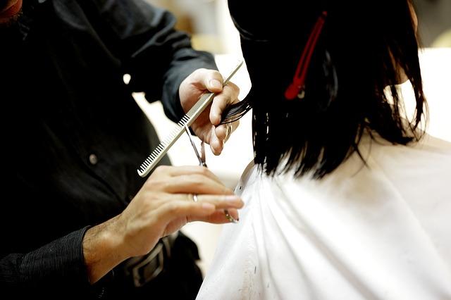 Aksi Botak Rambut Sebagai Kegiatan Amal Mencari Dana Bantuan
