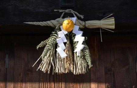 しめ縄の玄関での飾り方・付け方!向きや方角、いつからいつまでかの時期や注意点も