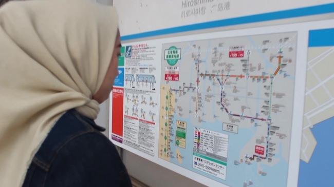 訪日外国人向け動画「広島の路面電車の乗り方」を制作  県立広島大の留学生たちが企画・撮影・出演