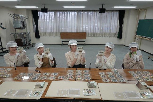 美脚のAnge☆Reveのリリースイベントが急遽ライブ生配信決定!!さらにCD工場の社会科見学してCD 111枚に直筆サイン!