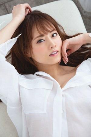 AV界のレジェンド・吉沢明歩が女優人生のすべてを綴った自伝『単体女優 AVに捧げた16年』を発売!