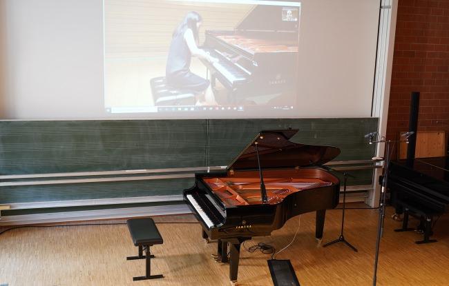 """ニューノーマルに向けた新しい入試の形に挑戦。自動演奏機能付きピアノ「Disklavier」を活用し、日本と中国からドイツのピアノを遠隔演奏。フライブルク音楽大学の""""リモート入試""""にヤマハが協力"""