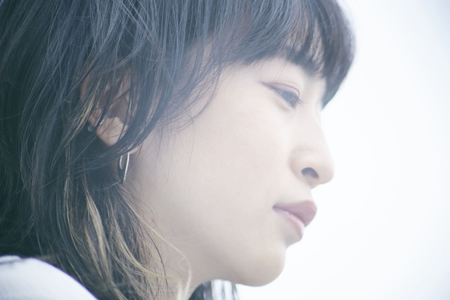 ヒグチアイ初となるベストアルバムに気鋭音楽ライターからのレコメンドが到着。6/28(日)YouTubeLiveで弾き語りワンマン無料生配信決定!