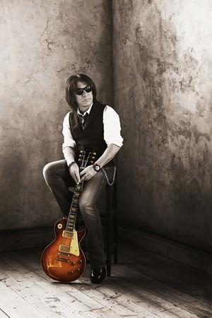 Tak Matsumoto、約4年ぶりとなるニューアルバム『Bluesman』をリリース。その魅⼒に迫るスペシャル番組をWOWOWで9/3(木)に放送!